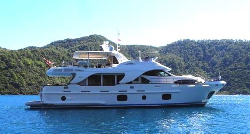 Luxury crewed Power Yacht for rent with crew in Turkey