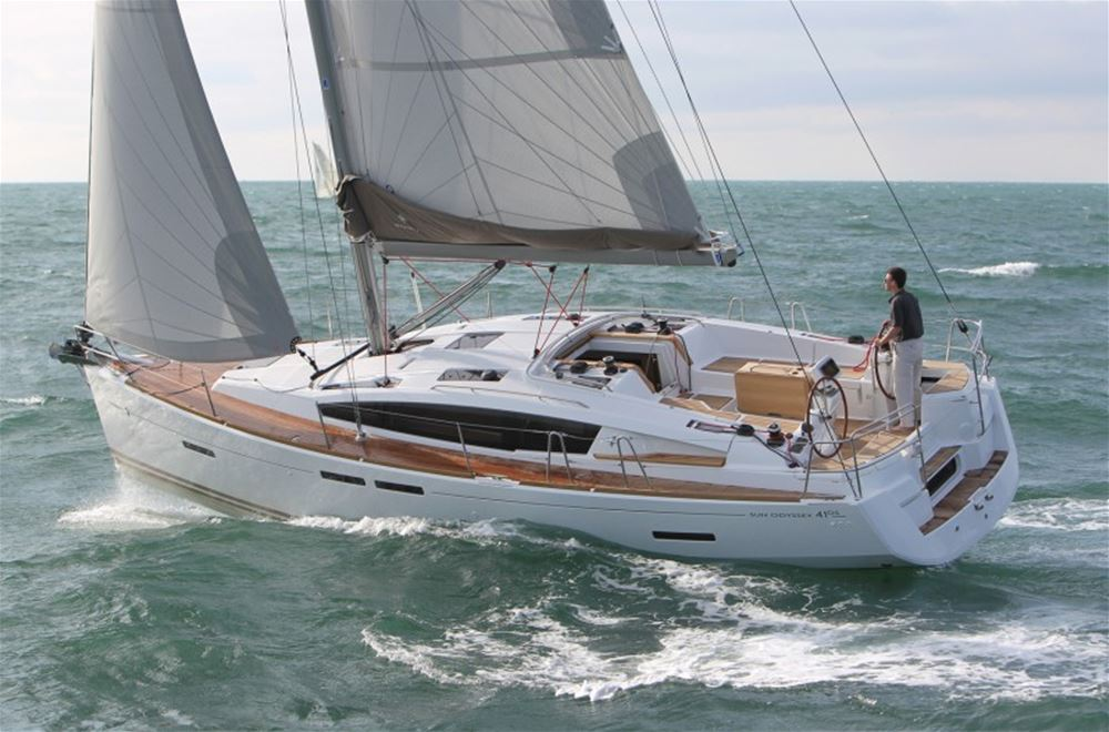 bareboat or skippered yacht charter with 2 cabins and Air Conditioning in Turkey